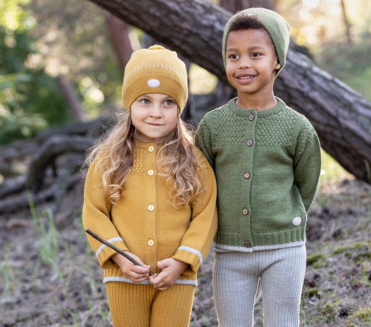 Ullkl챈r barn, gutt og jente med ullkl챈r fra Lillelam